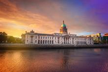 Custom House In Dublin At Twil...