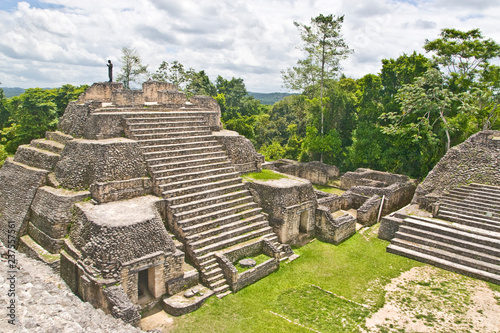 Photo Caana pyramid at Caracol archeological site of Mayan civilization in Belize