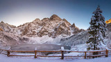 Fototapeta Krajobraz - Winter mountains with icy lake Sea Eye in Tatra national park. Morskie oko landscape