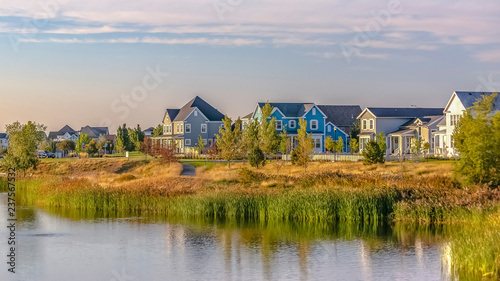 Fotografia, Obraz Scenic view of Oquirrh Lake with waterfront homes