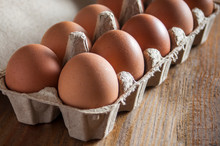 Large Brown Chicken Eggs In Gr...