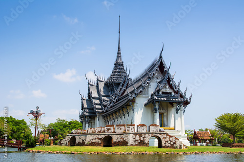Foto op Plexiglas Asia land Amazing view of beautiful Sanphet Prasat Palace with reflection in the water. Location: Ancient City Park, Muang Boran, Samut Prakan province, Bangkok, Thailand. Artistic picture. Beauty world.