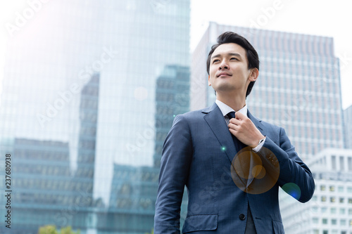 Photo portrait of young asian business person standing in 