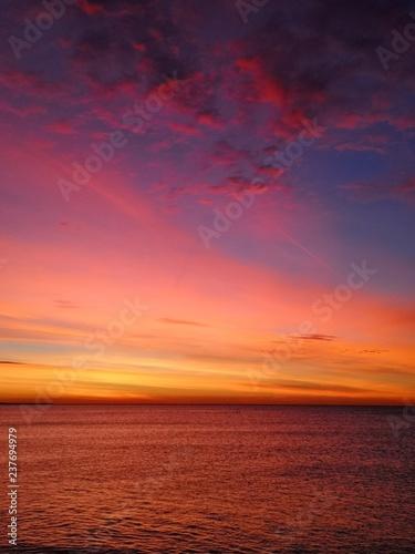 Papiers peints Corail lever de soleil sur la mer