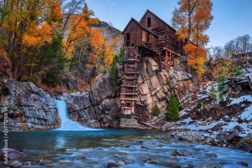 Photographie  Historic wooden powerhouse called the Crystal Mill in Colorado