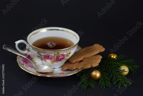 Christbaumkugeln Cappuccino.Tasse Tee In Einer Eleganten Porzellantasse Mit Silberlöffel