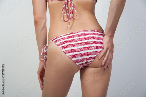 Zdjęcie XXL kobieta w bikini strój kąpielowy z powrotem po talii