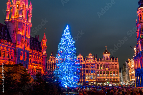 Spoed Foto op Canvas Brussel Grand Place in Brussels, belguim at night with christmas tree