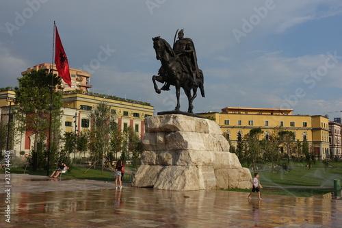 Fotografie, Obraz  Skanderbeg-Denkmal in Tirana, Albanien