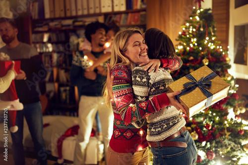 Staande foto Hoogte schaal happy girlfriends celebrating Christmas together.