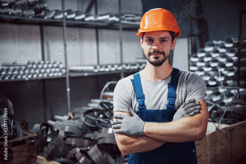 Fotografía  Portrait of a young worker in a hard hat at a large metalworking plant
