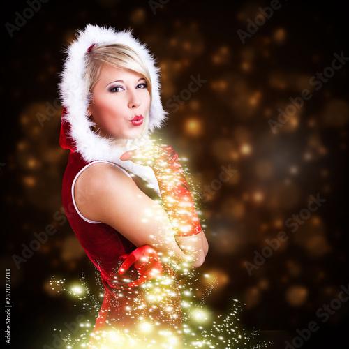 Fotobehang Hoogte schaal attraktive Miss Santa pustet Sternenstaub