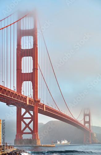 Papiers peints Lieux connus d Amérique Golden Gate Bridge at morning, San Francisco, California