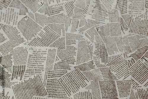 Fotografia Black and white repeating torn newspaper background