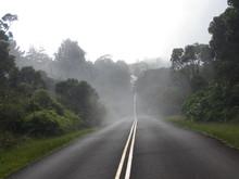 Straße Mit Nebel Durch Den Waimea Canon Auf Kauaii