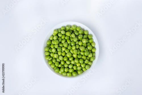 Fotografie, Tablou green peas in a bowl isolated on white