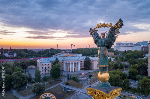 Türaufkleber Kiew Kiev, Ukraine - May, 2018: Monument of Independence of Ukraine in Kiev. Historical sights of Ukraine.