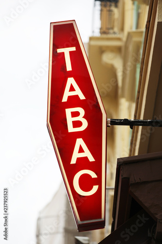 Fotografía Illuminated French Red And White Sign Tabac