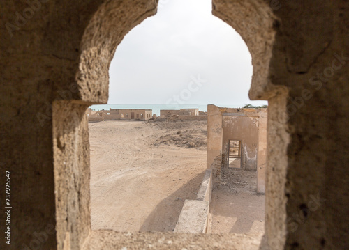 Fotografia, Obraz  Ruined ancient Arab pearling, fishing town Al Jumail, Qatar