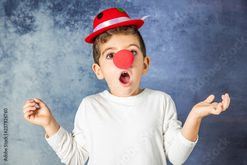 Photographie Portrait of a young boy with a clown costume surprised