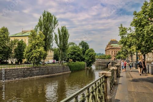 Spoed Foto op Canvas Centraal Europa Prag, Uferpromenade