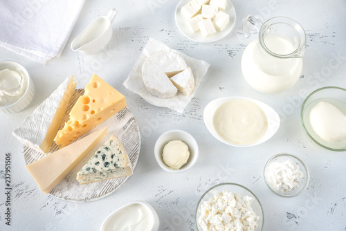 Montage in der Fensternische Milchprodukt Assortment of dairy products
