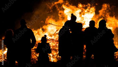 Fototapeta Silhouette of people in front of bonfire