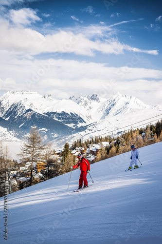 Photographie  Two people skiing on a ski slope at La Plagne in the French Alps in Savoie, Fran
