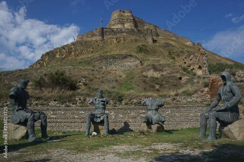 Fotografiet  Gori Fortress Four Sitting Knights