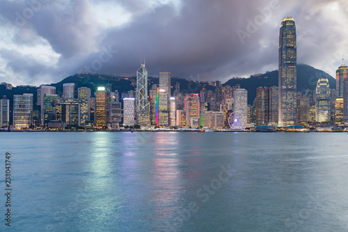 Spoed Foto op Canvas Stad gebouw Night Hong Kong central business downtown with seacoast front, cityscape background