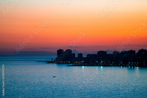 Photo coastal city and evening
