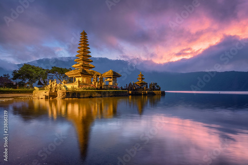 Tuinposter Donkerblauw Ancient Pura Ulun Danu Bratan temple reflection with colorful sky at sunrise