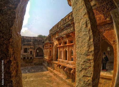 In de dag View of Queen's Bath located in Hampi, India
