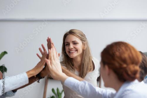 Fotografia Diverse multinational businessmen and businesswomen gathered together in boardro