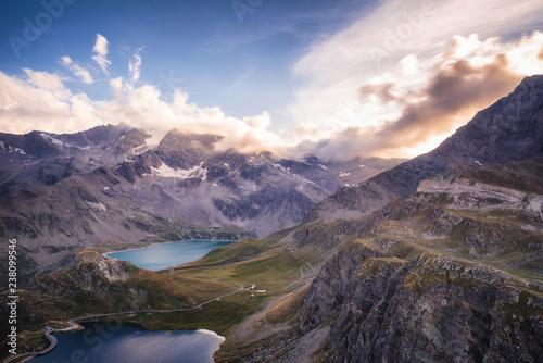 Poster de jardin Vache Sunset on mountain lakes