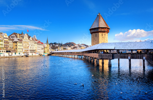 Lucerne, Switzerland, Chapel Bridge with white snow in winter Tableau sur Toile
