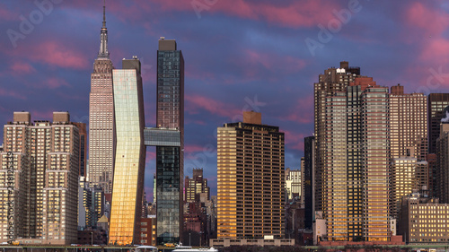 View on Midtown Manhattan  from east river at sunrise with long exposure Canvas-taulu