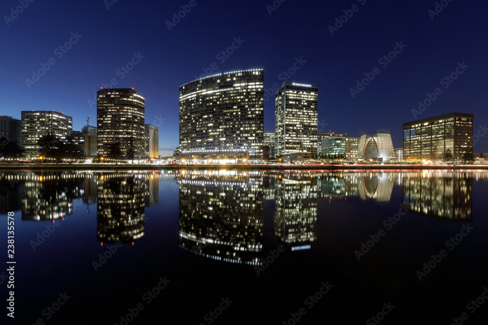 Fototapety, obrazy: Oakland skyline panoramic view with Lake Merritt Reflections at blue hours. Oakland, Alameda County, California, USA.