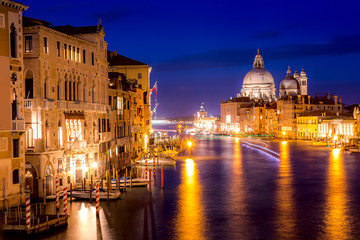 Fototapeta Do salonu Basilica Santa Maria della Salute, Punta della Dogona and Grand Canal at blue hour sunset in Venice, Italy with reflections