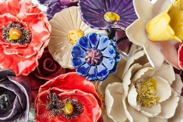 Obraz na płótnie Canvas Ceramic decorative flowers bouquet - floral background