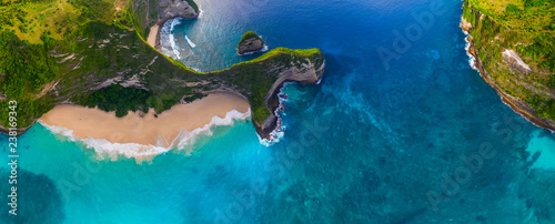 Poster Bali Aerial panorama of the Kelingking beach on the island of Nusa Penida, Bali, Indonesia
