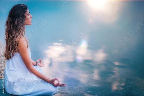 Foto Mindfulness and Meditation. Yoga Woman Detail. Lotus position
