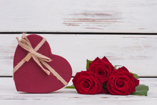 Red Roses And Heart-shaped Gif...