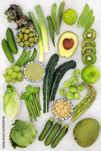 Foto op Aluminium Assortiment Healthy green fruit and vegetables with wheatgrass supplement powder and hemp husk seeds. Health foods high in antioxidants, vitamins, minerals and dietary fibre. Top view on rustic wood.
