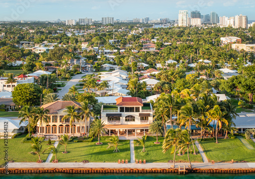 Fotomural Luxury waterfont homes near the intracoastal waterway of Fort Lauderdale, Florida