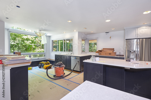 Cabinets and appliances installed – Remodeled kitchen prepared for cooktop and v Fotobehang