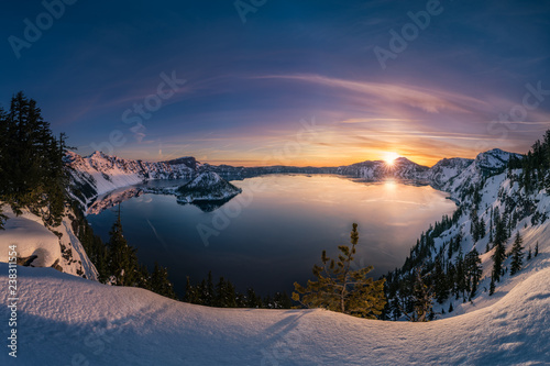 Foto op Canvas Nachtblauw Crater Lake sunrise