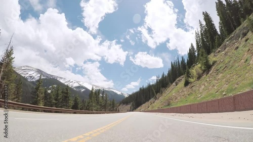 Papier Peint - Driving on paved road in Rocky Mountain National Park.
