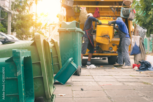 Photo  Garbage collector on the garbage truck