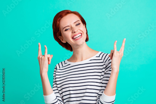 Fotografia  Portrait of her she lovely cool trendy stylish attractive cheerful red-haired la